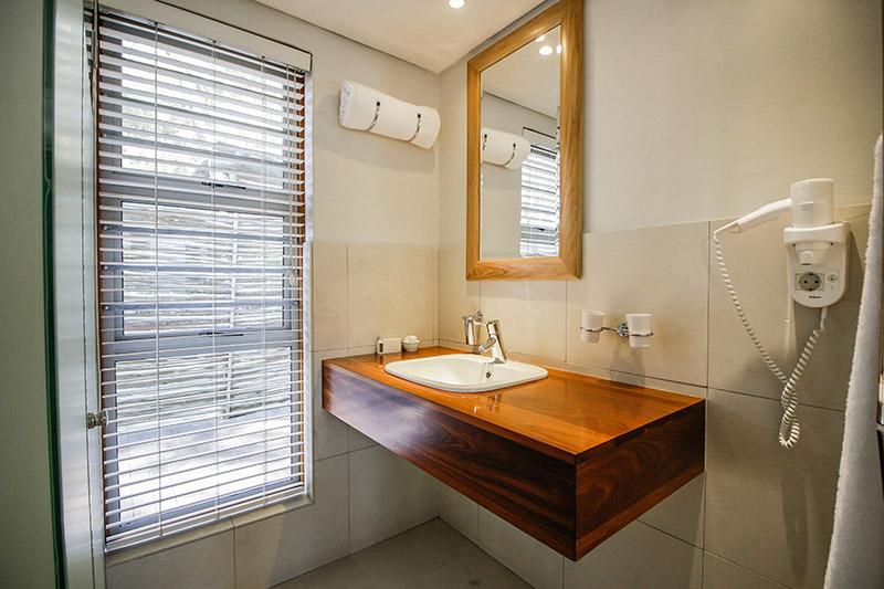 CBR-luxury-room7-bathroom