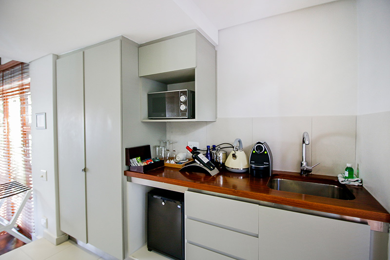CBR-luxury-room7-kitchen
