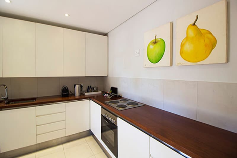 CBR-suites-room6-kitchen