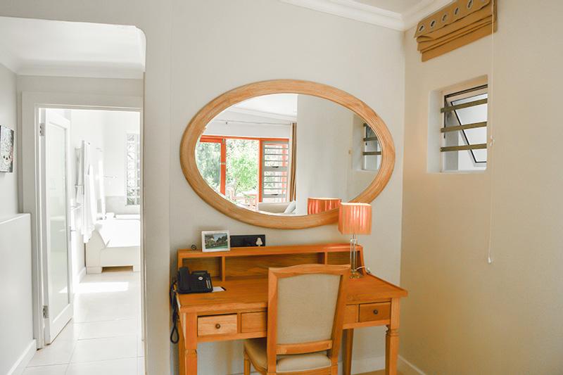 CBR-superior-room12-dresser
