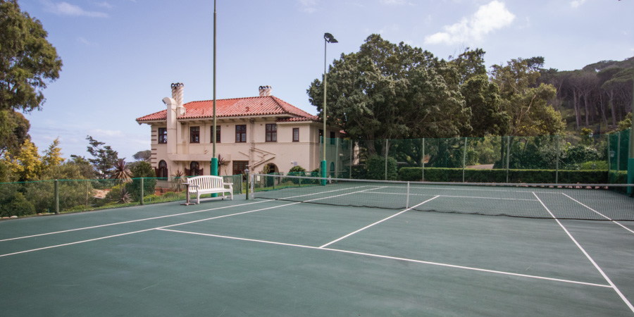 camps-bay-retreat-tennis-court